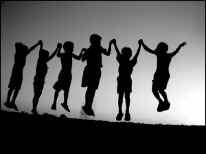 friendship-childhood-1024x769